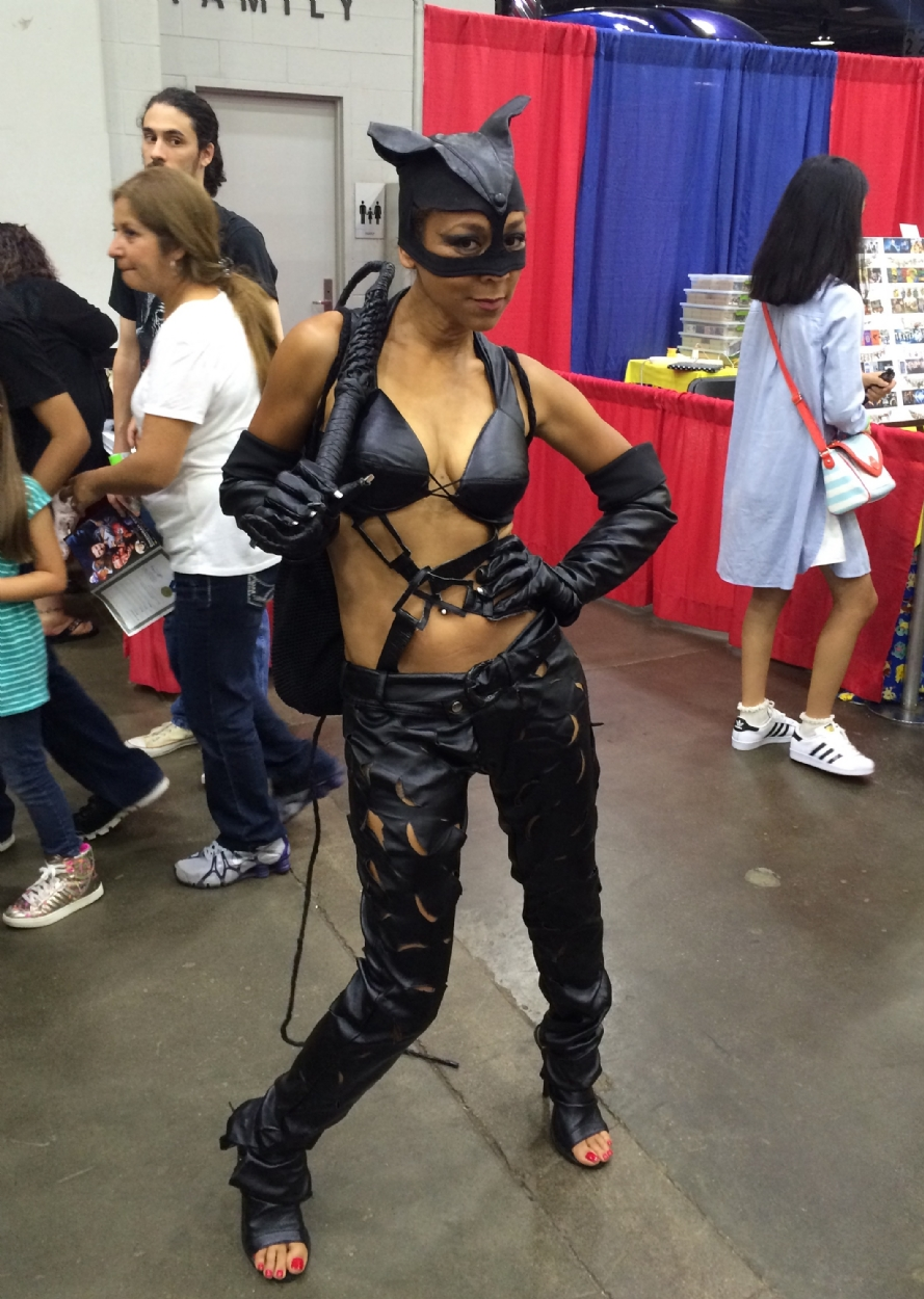 Halle Berrys Catwoman At Cincinnati Comic Expo In Mike Aka Off